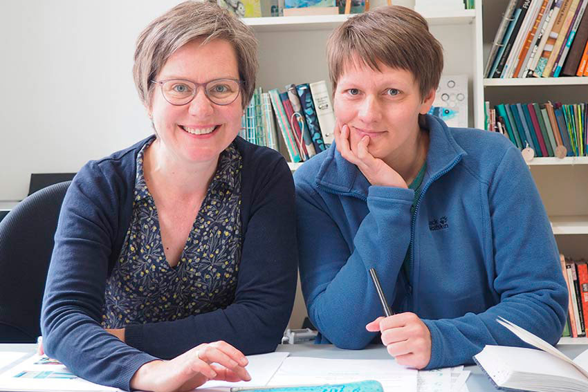 """Michaela Müller und Tabea Heinicker, Autorinnen des Buches """"Schöne Post"""""""