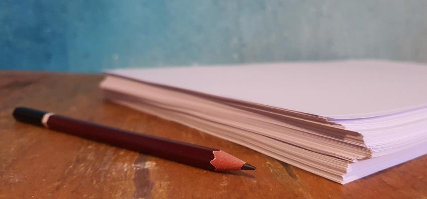 Weißes Blatt, Angst, Bleistift, Papierstapel